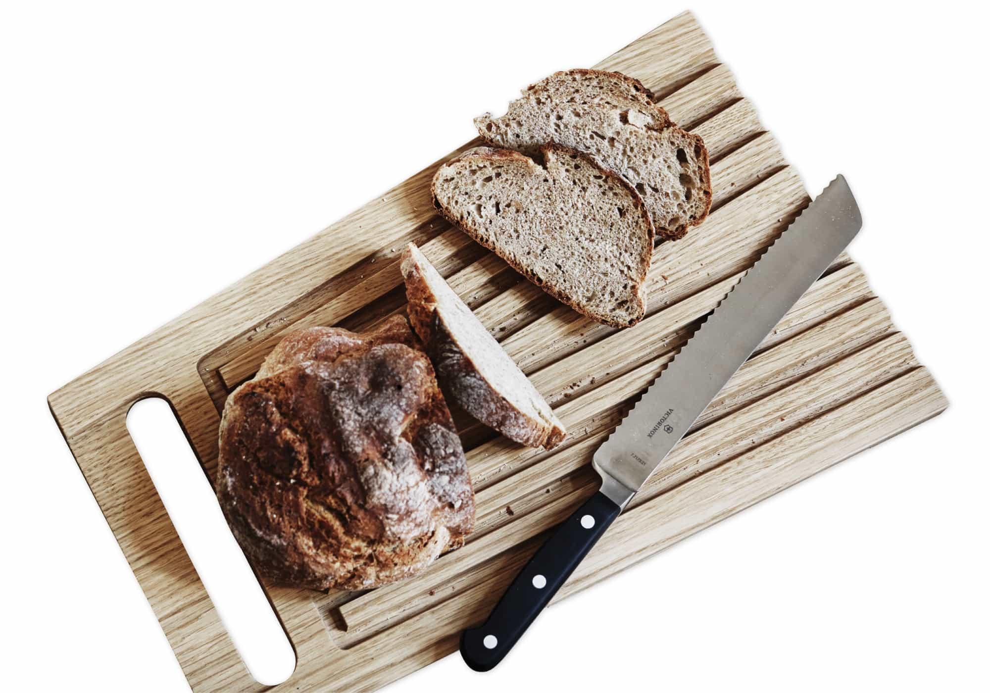 Gebrueder-Brotbrett_Geschmiedetes-Victorinox-Brotmesser